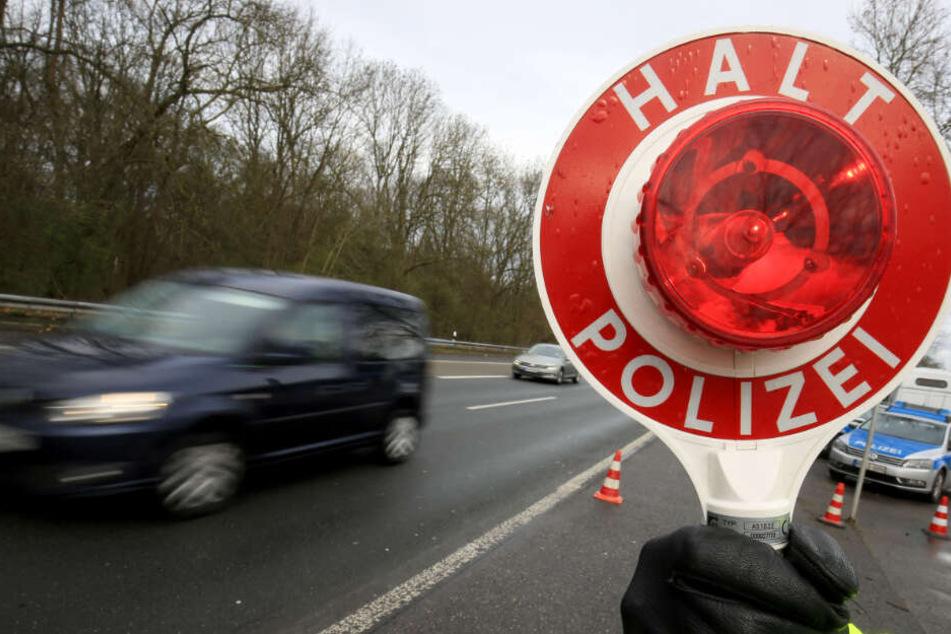 Die Bundesstraße wurde von der Polizei gesperrt (Symbolbild).
