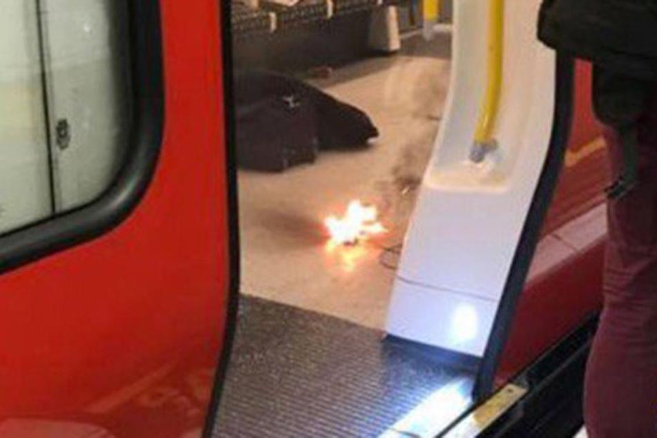 Die Explosion des Handy-Ladegeräts sorgte für Schließung der gesamten Station. (Foto: London Fire Brigade)