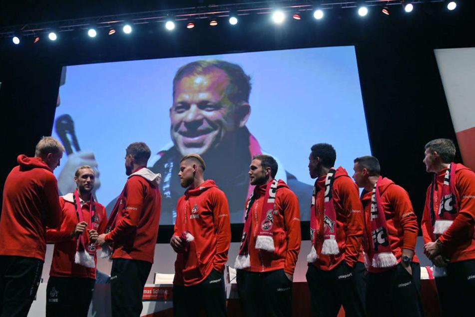 Die Mannschaft des 1. FC Köln bei der Mitgliederversammlung.