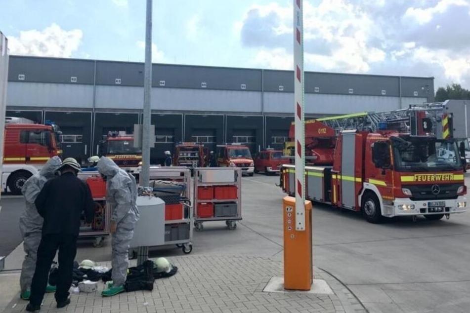 Mit Schutzanzügen waren die Männer der Feuerwehr im Einsatz.