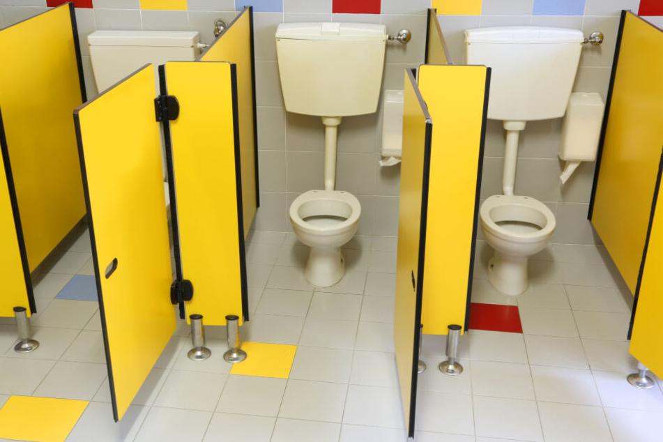 Wegen der andauernden Kälte sind die Toiletten-Leitungen zugefroren. (Symbolbild)