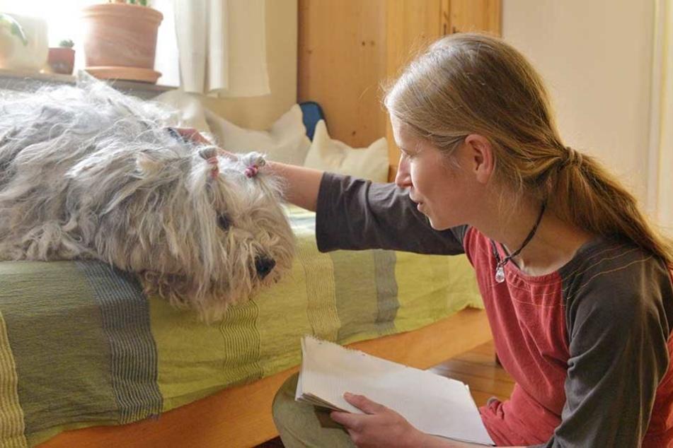 Hundedame Ida (10) ist Kirsten Heymann (35) besonders nah. Mit ihr spricht die Tierflüsterin schon seit vielen Jahren.