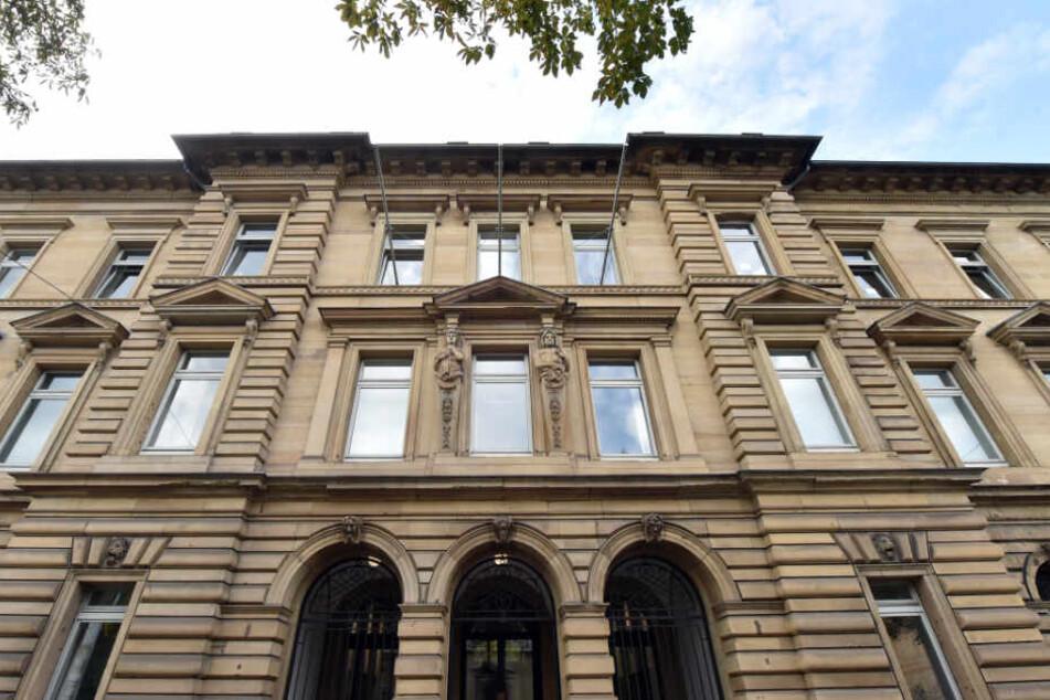 Der 44-Jährige ist vor dem Landgericht Karlsruhe angeklagt.