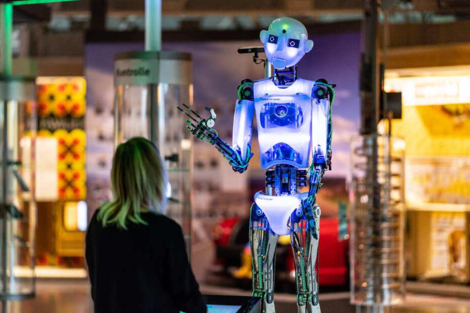 """Der Roboter """"robothespian"""" bei der Ausstellung """"Künstliche Intelligenz und Robotik""""."""