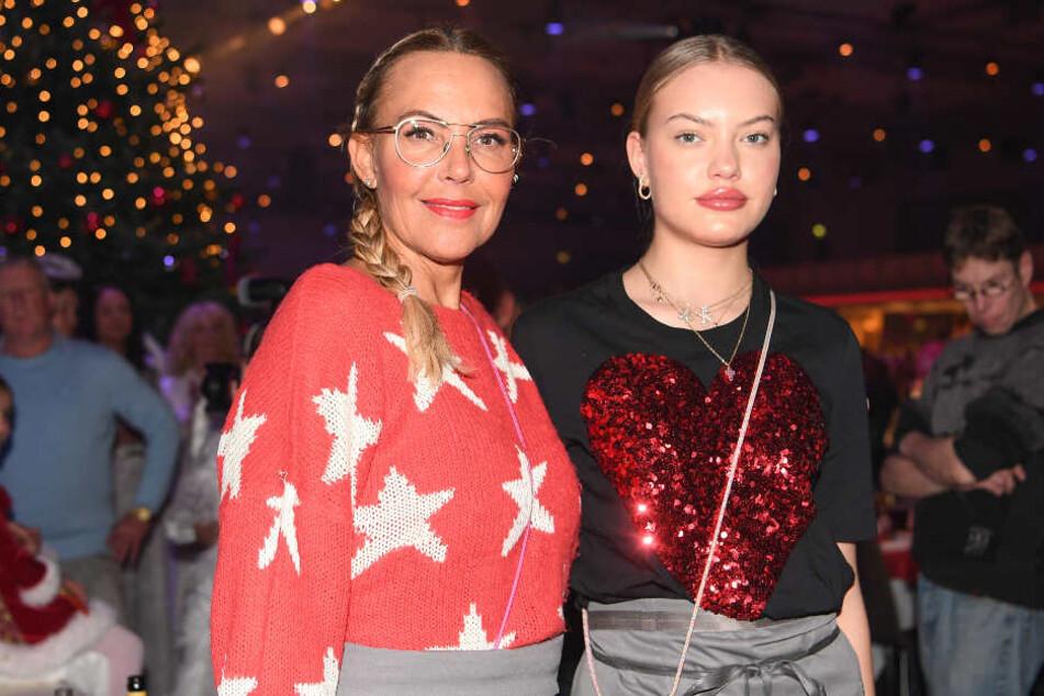 Hier trägt sie noch einen geflochtenen Zopf: Natascha Ochsenknecht (l) und ihre Tochter Cheyenne. (Archivbild)