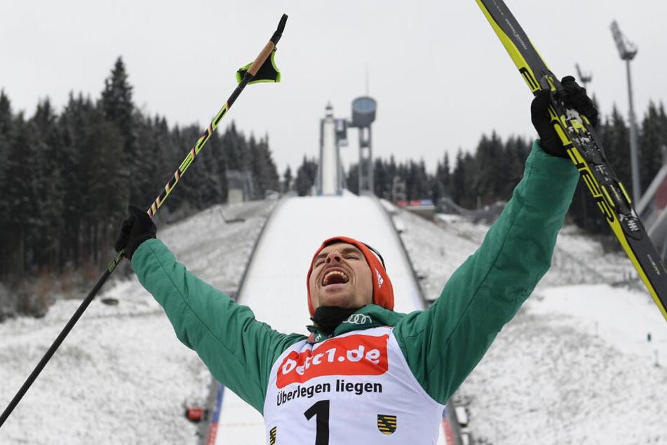 Fabian Rießle bejubelt seinen Sieg 2018 in Klingenthal.