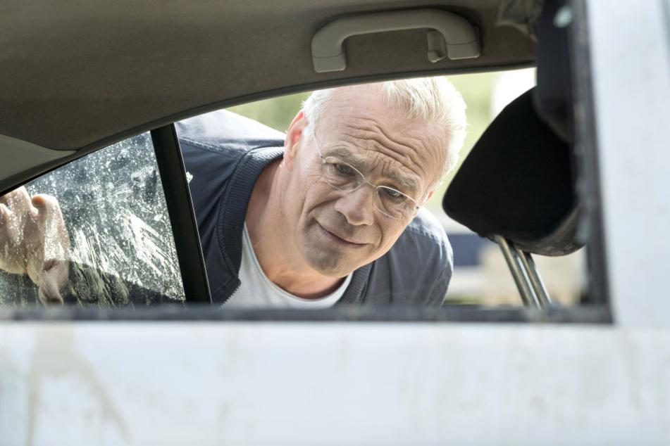 """Der Kölner Tatort-Kommissar Max Ballauf (Klaus J. Behrendt) ermittelt am Sonntag mit seinem Partner in der Folge """"Mitgehangen""""."""