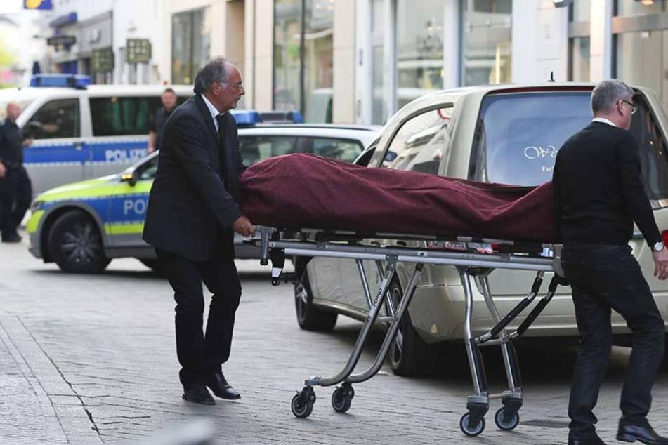 Die Frau starb kurz nach dem Unfall (Symbolbild).