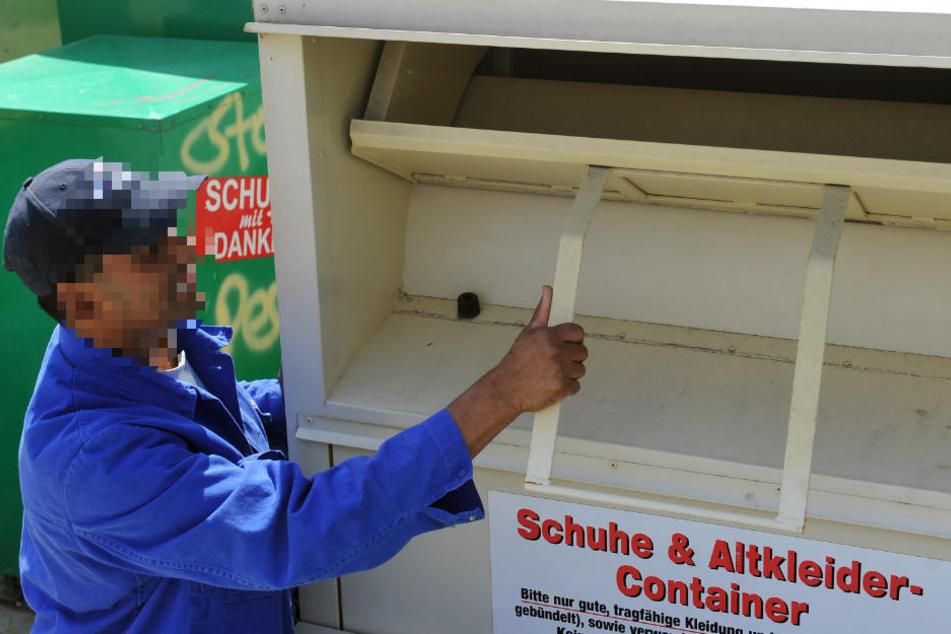 Mit Hilfe eines anderen Obdachlosen, kletterte er in den Container (Symbolbild).