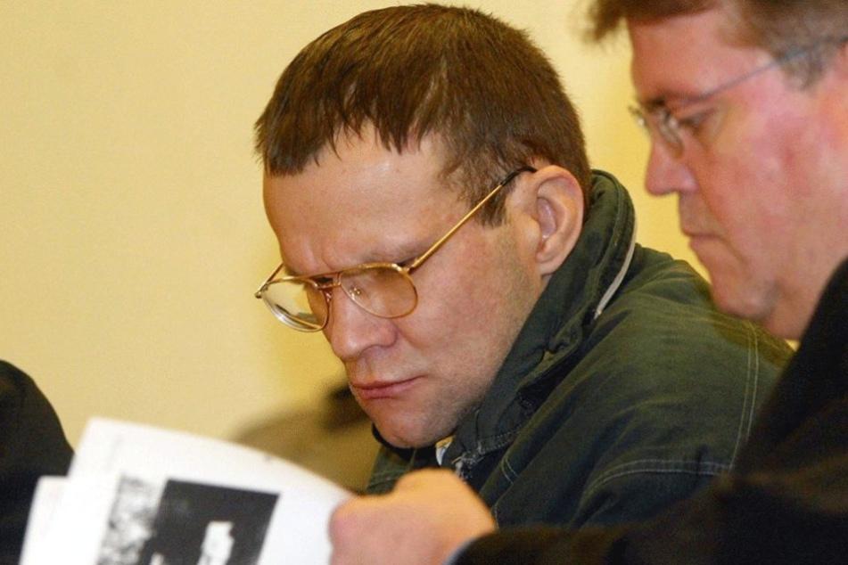Frank Schmökel (li.) mit seinem Anwalt während eines Prozesses.