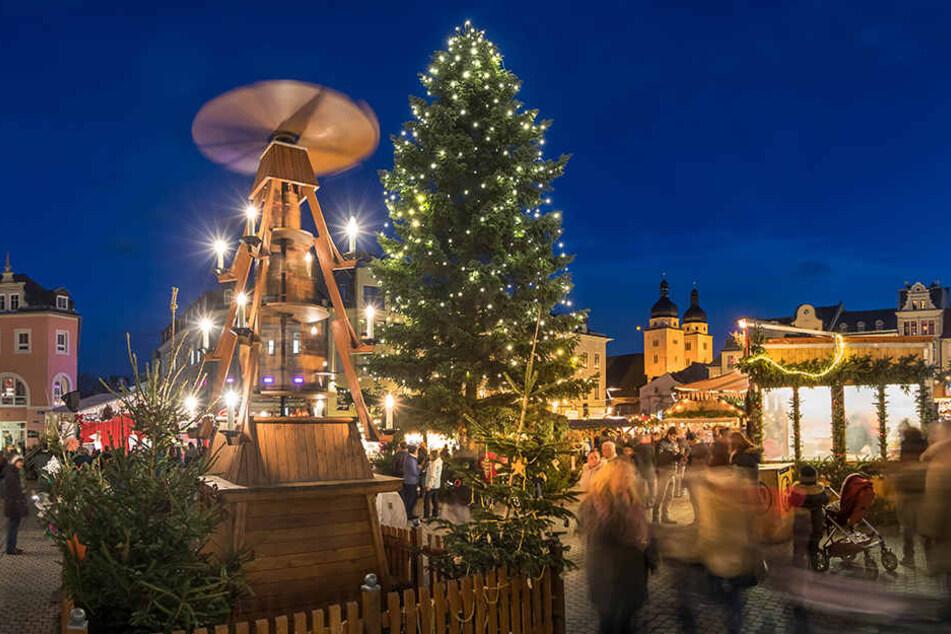 Plauen verschenkt am Sonntag 200 Bäume vom Weihnachtsmarkt.