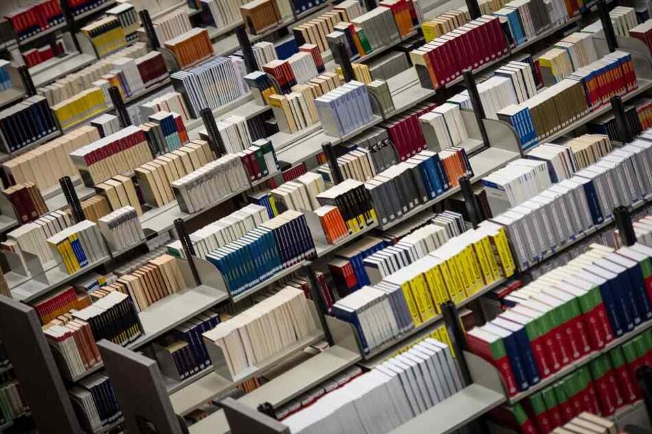 Die Frau hatte 50 Bücher verspätet zurückgegeben und soll nun 2250 Euro zahlen (Symbolbild).
