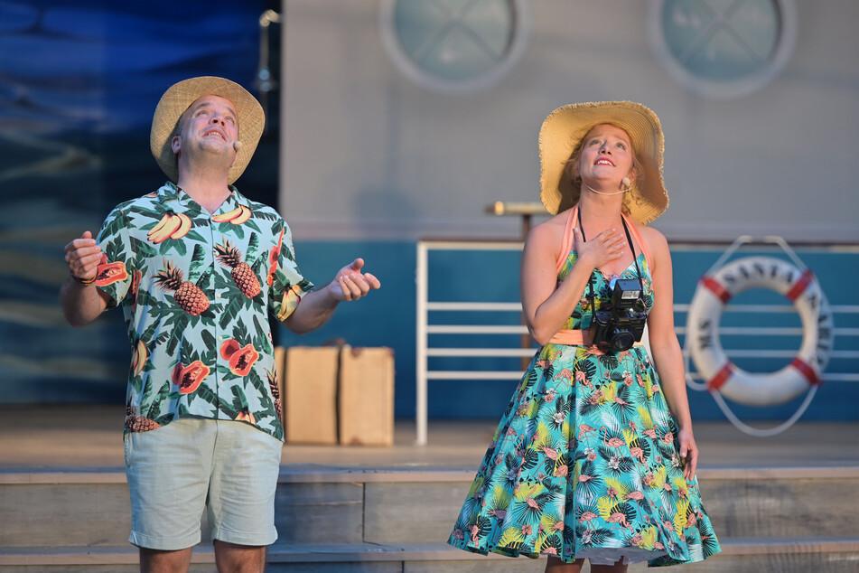 Schlagerrevue des Theaters auf der Küchwaldbühne - hier mit Philipp von Schön-Angerer und Magda Decker.
