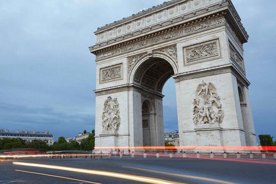 Die Menschen werden aufgefordert den Bereich um die beliebte Prachtstraße Champs-Elysées zu meiden.