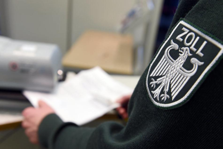 Mit rund 40 Kräften kontrollierten am Abend die Zöllner Objekte in Erfurt. (Symbolbild)
