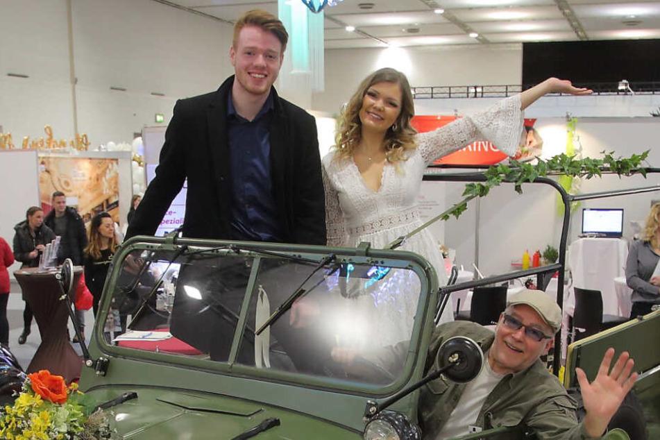 Sie alle kann man mieten: Das Hochzeits-Event-Duo Linda & Florian (beide 21) testete den sowjetischen GAZ-Jeep von Frank Rotzsch (67).