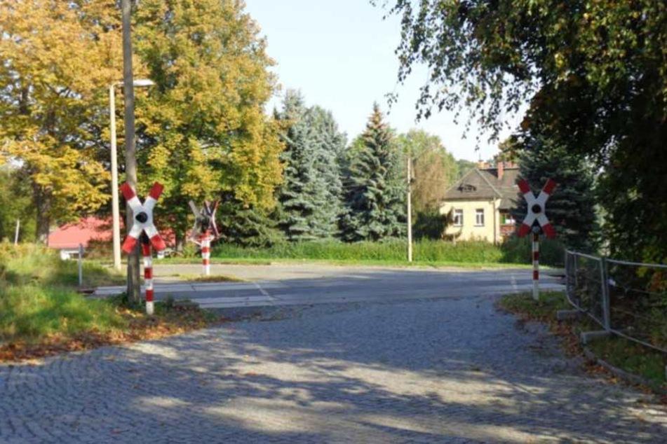 Ausgerechnet die wichtigen Warnlichter der Andreaskreuze wurden zerstört.