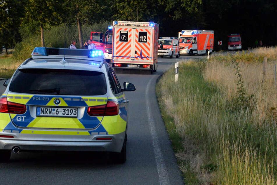 Die B476 wurde gesperrt. Die Schwerverletzten kamen ins Krankenhaus.