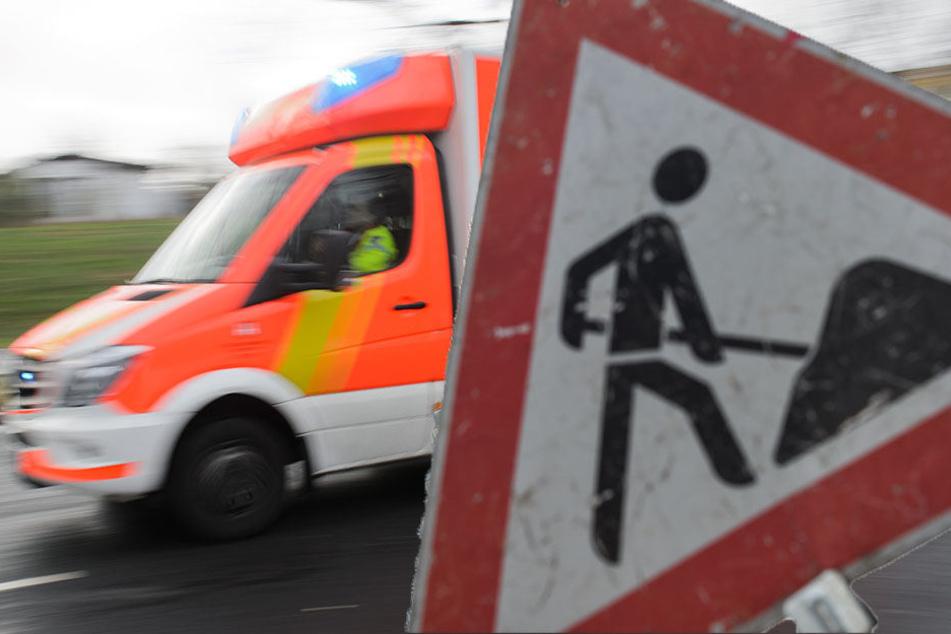 Der Arbeiter wurde schwer, jedoch nicht lebensgefährlich, verletzt. (Symbolbild)