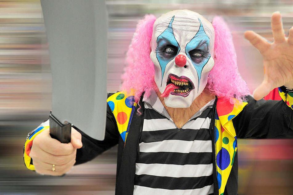 Ein Clown griff mit einem Messer ein Mädchen an.