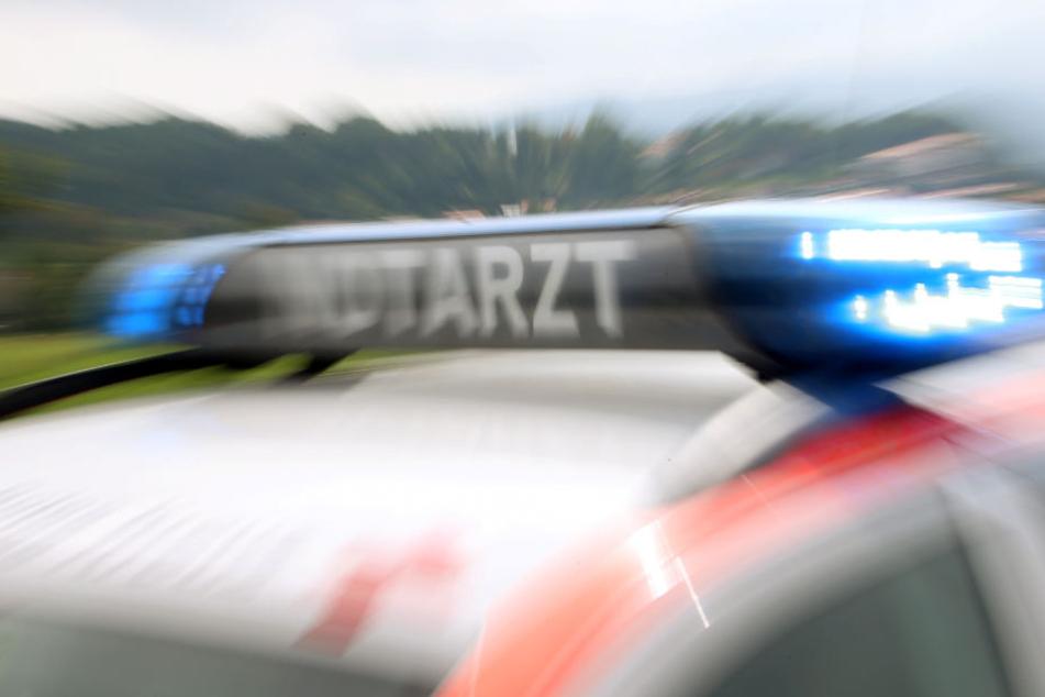 Bei dem Unfall wurden vier Polizisten verletzt.