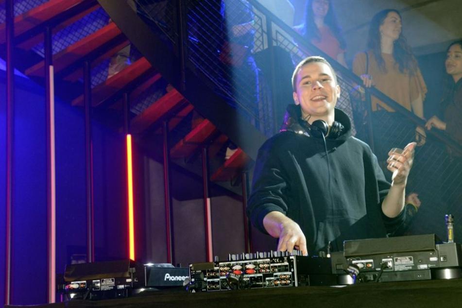 DJ Felix Jaehn (23) weiht am Freitag das neue Mauerwerk ein.