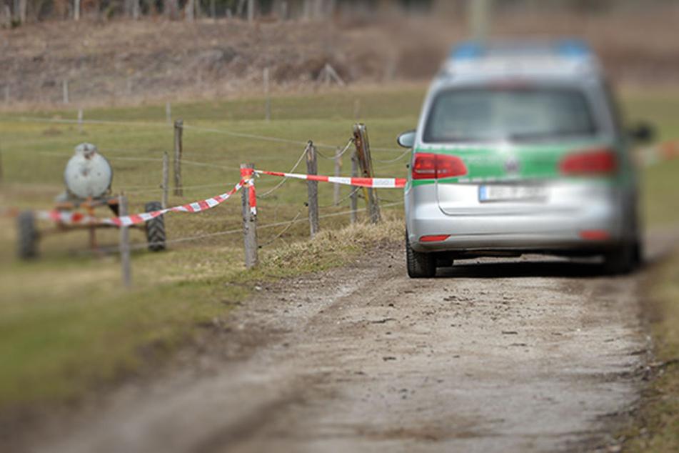 Die Polizei informierte das Amt für Arbeitsschutz und sicherte am Unglücksort Beweise. (Symboldbild)