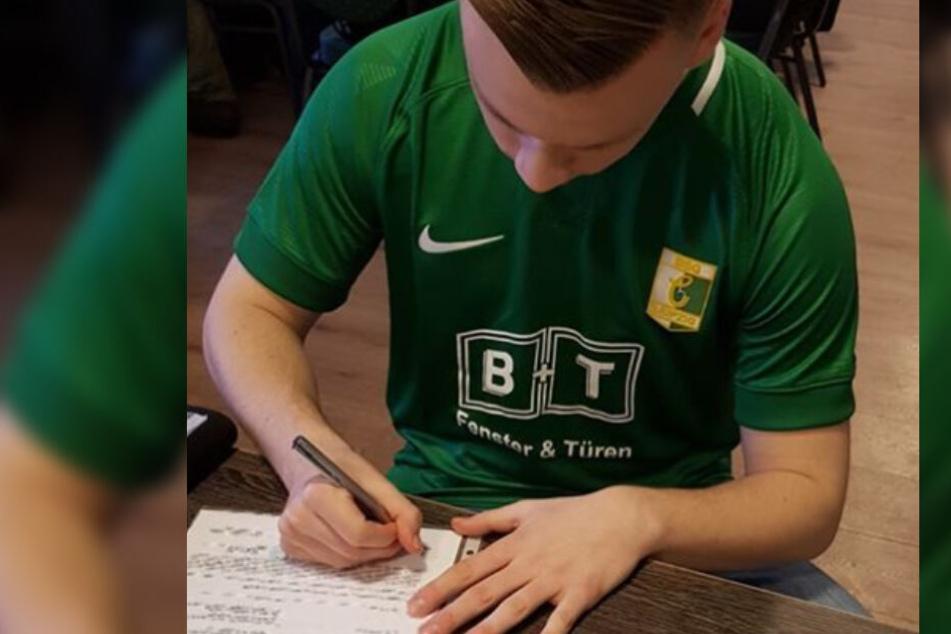 Am Dienstag unterschrieb der 19-Jährige den Vertrag bis zum Saisonende.