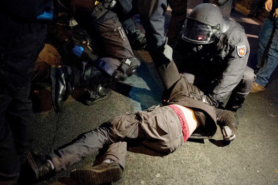 Als sie ihn festnehmen wollten, brach der Mann zusammen und verlor das Bewusstsein (Symbolbild).