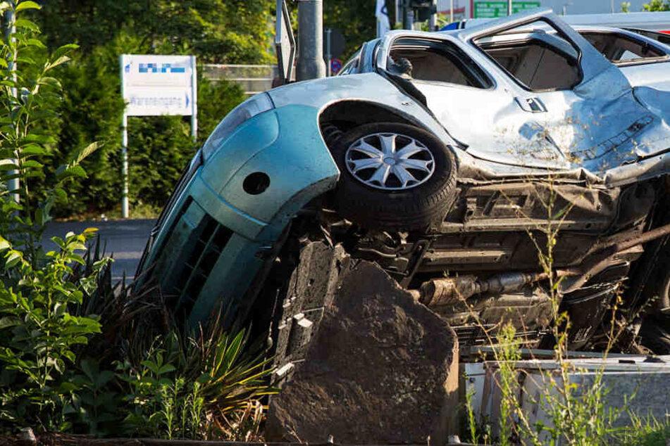 Insgesamt wurde drei Personen bei dem Crash verletzt.