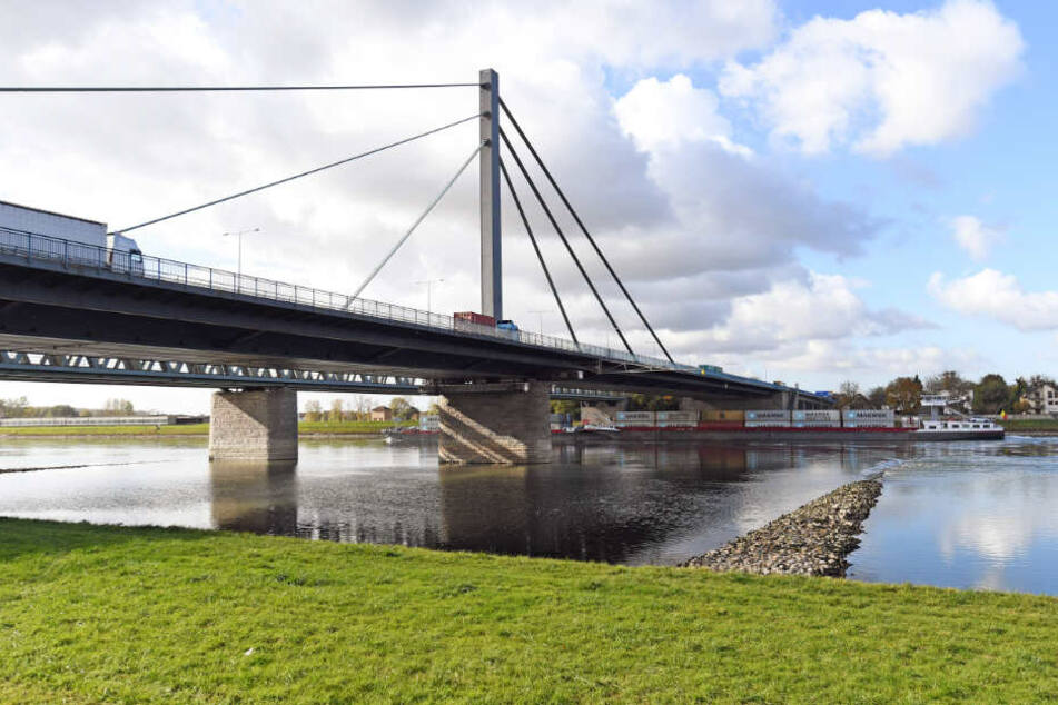 Die Rheinbrücke in Maxau wird am Wochenende gesperrt.