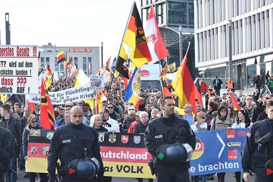 """Am Sonnabend findet wiedermal eine """"Merkel muss weg""""-Demo in Berlin statt (Archivbild)."""