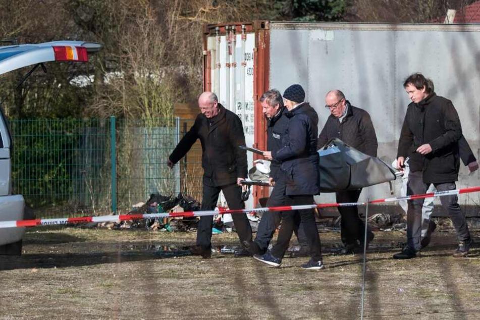 Zwei Leichen auf Autohof gefunden: Wer sind die Toten?