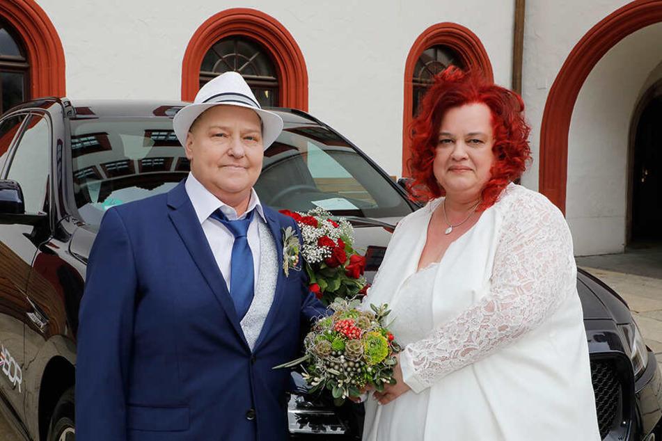 Dona (48, l.) heiratete ihre Lebensgefährtin Daniela (47). Der Lukas Stern e.V. machte es möglich.