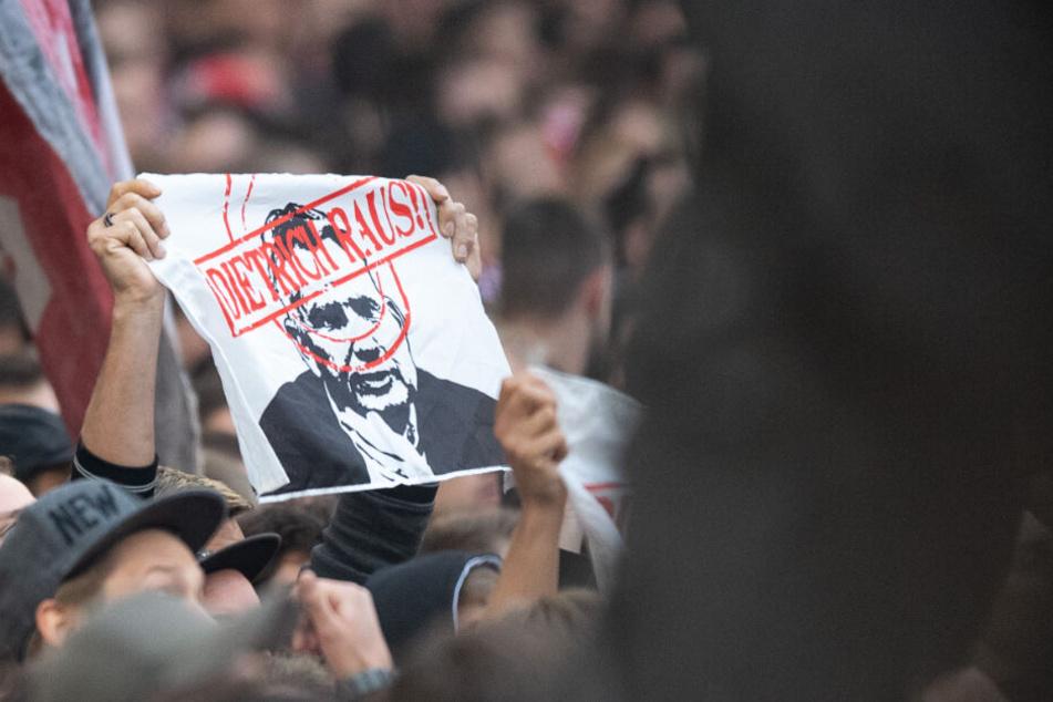 "Unter dem Motto ""Dietrich raus!"" fordern Fans schon seit Monaten den Rücktritt des VfB-Präsidenten."