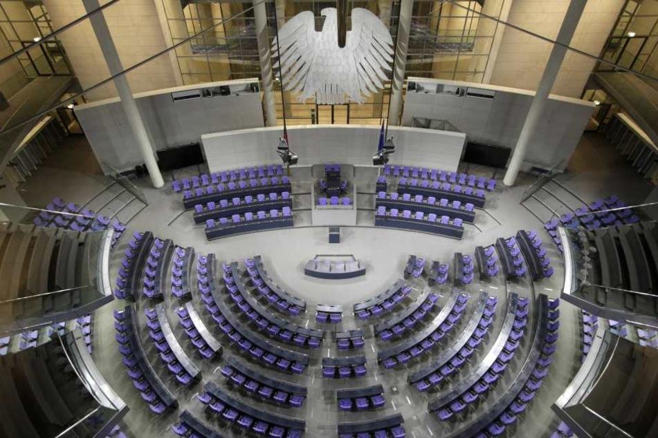 Der Deutsche Bundestag hat seinen Sitz in Berlin, zum Parlament gehören aktuell 630 Abgeordnete.