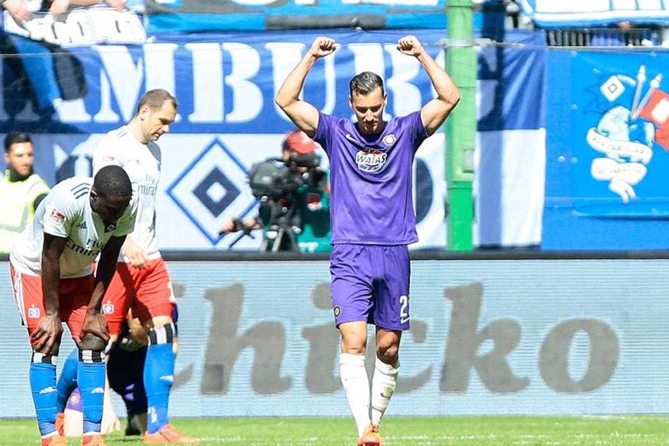 Die Hände zum Himmel: Dominik Wydra nach dem Abpfiff in Hamburg. Er hatte sich nach einer starken Leistung mit seinem Team ein 1:1 erkämpft.