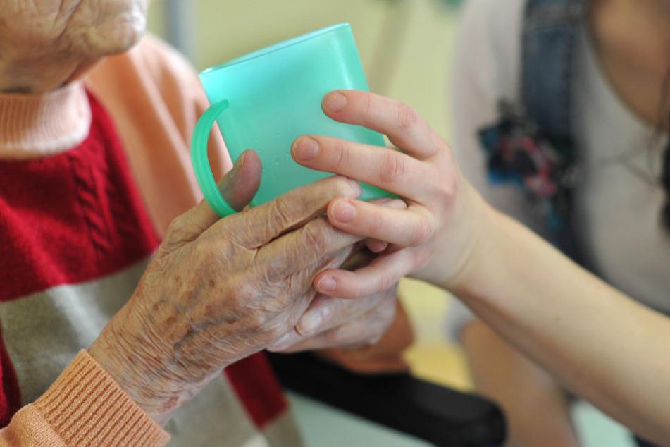 Welche Regeln bei der Pflege sinnvoll sind, soll genau geprüft werden.