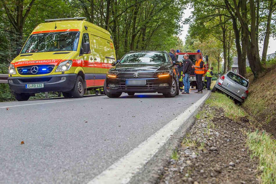 Schwerer Crash auf B 180: Fahrer muss reanimiert werden