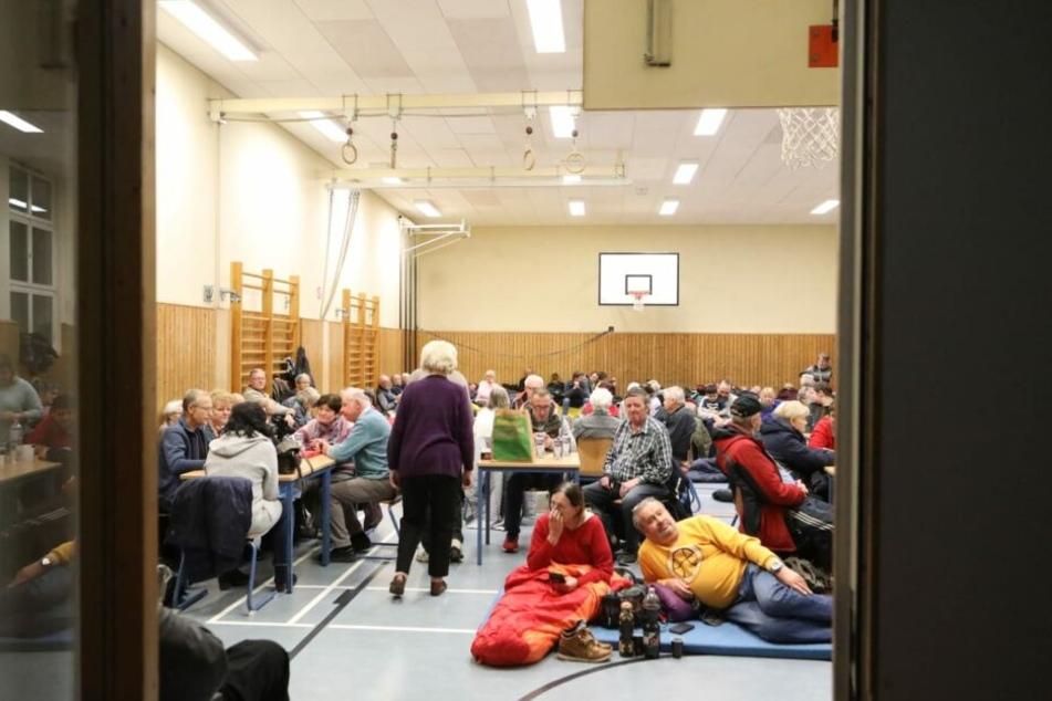 Einige Anwohner mussten fast die ganze Nacht über in Schulen und Turnhallen ausharren.