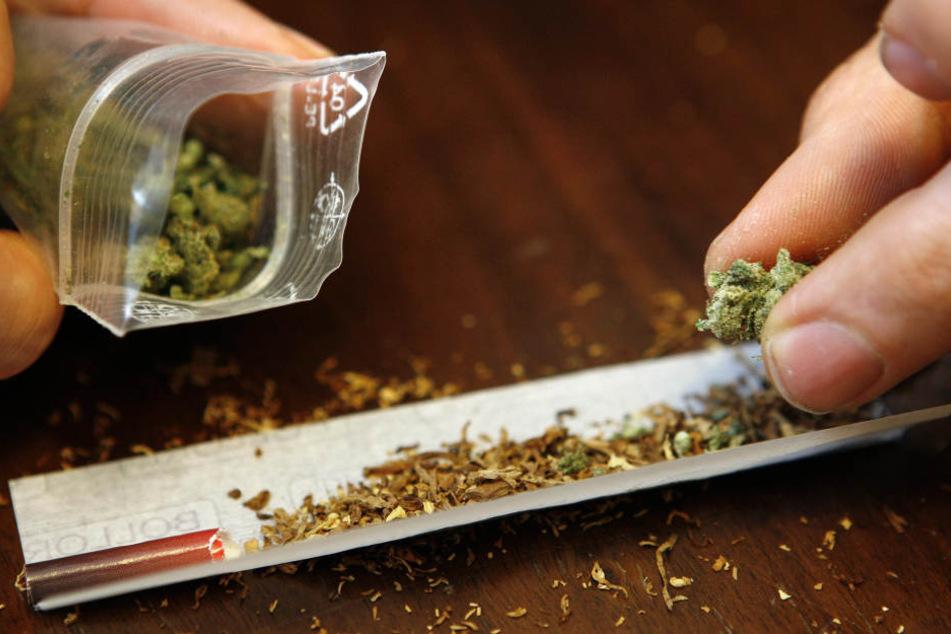 Zu viele Joints mit Marihuana haben dem jungen Mann wohl das Gehirn vernebelt.