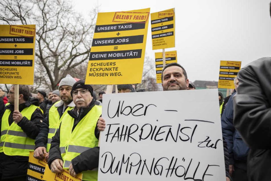 Tausende Taxifahrer werden in mehreren deutschen Städten zu Protestaktionen gegen eine Liberalisierung des Fahrdienstmarktes erwartet.