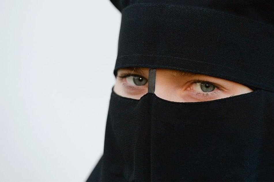 Sie kann in Zukunft nicht mehr darauf bestehen, ihren Nikab auf einer öffentlichen Straße in Europa zu tragen.