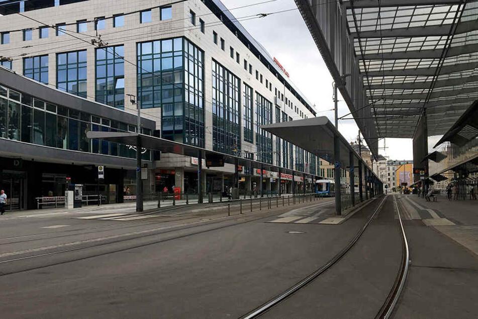 An der Zentralhaltestelle in Chemnitz ist am Montag ein Mann bei einem Streit verletzt worden.