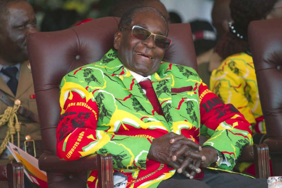 Nach bislang unbestätigten Gerüchten soll das Militär Langzeitpräsident Robert Mugabe (93) absetzen wollen.