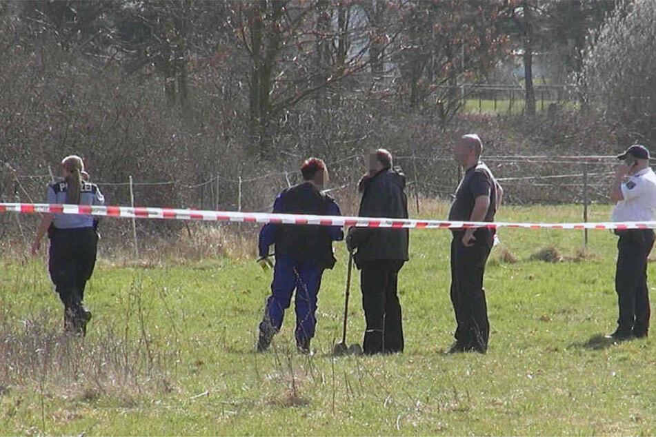 Die Polizei sperrte den Bereich um den Fundort ab. Die Kriminalpolizei hat die Ermittlungen aufgenommen.