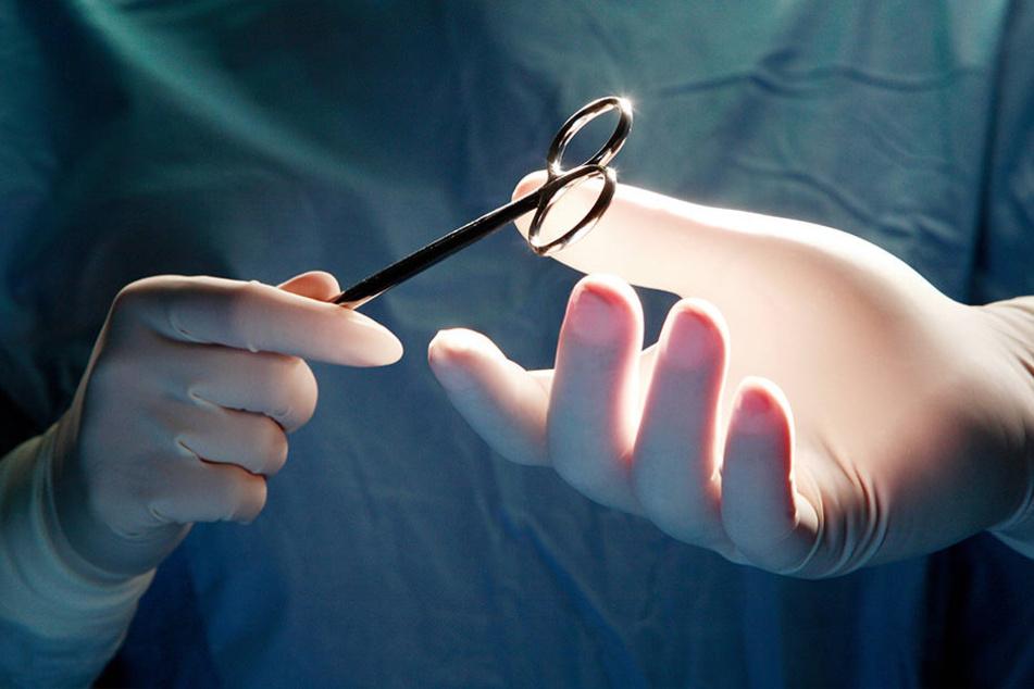 In Thailand wurde im Bauch eines Mannes eine Schere gefunden, die 18 Jahre in seinem Körper war. (Symbolbild)