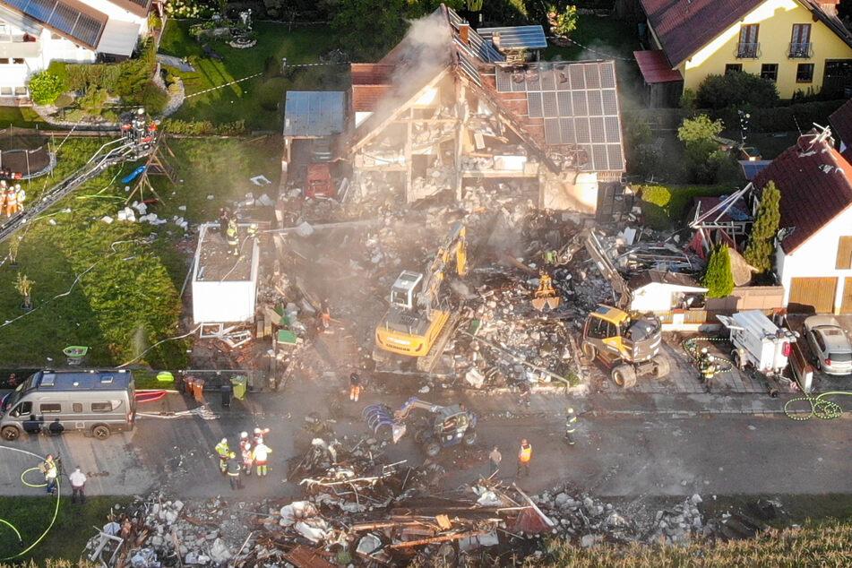 Die Explosion einer Doppelhaushälfte in Bayern und die Suche nach Vermissten beschäftigt die Ermittler.