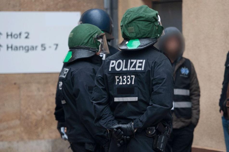 Die Polizei durchsuchte zwei Flüchtlingsunterkünfte in Marienfelde (Symbolbild).