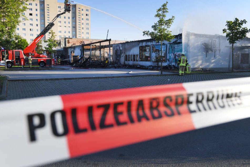 Ein Einkaufszentrum in Greifswald ist fast komplett ausgebrannt.